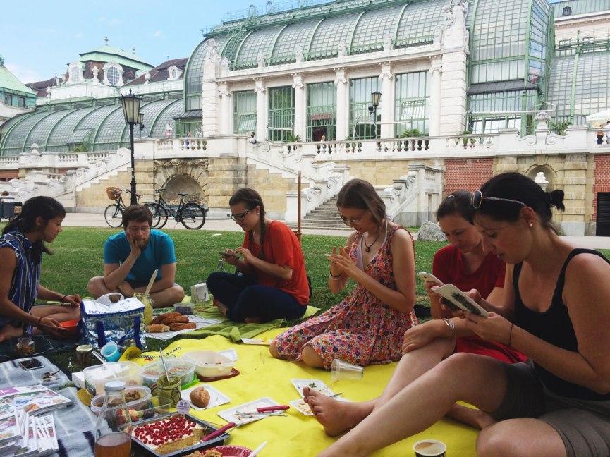 Foodblogger am Smartphone - so trifft man sie in der freien Wildbahn